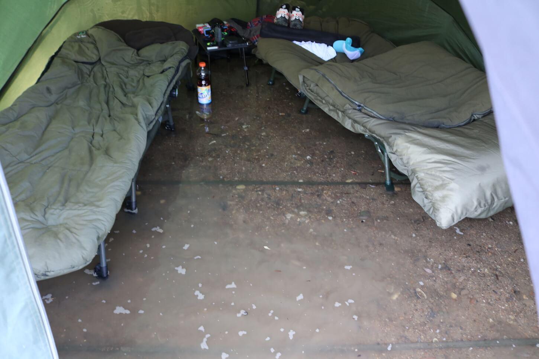 Überschwemmung im Zelt