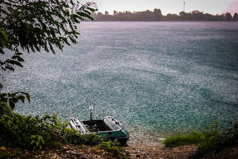 Mit dem Schlauchboot die Spots erkunden
